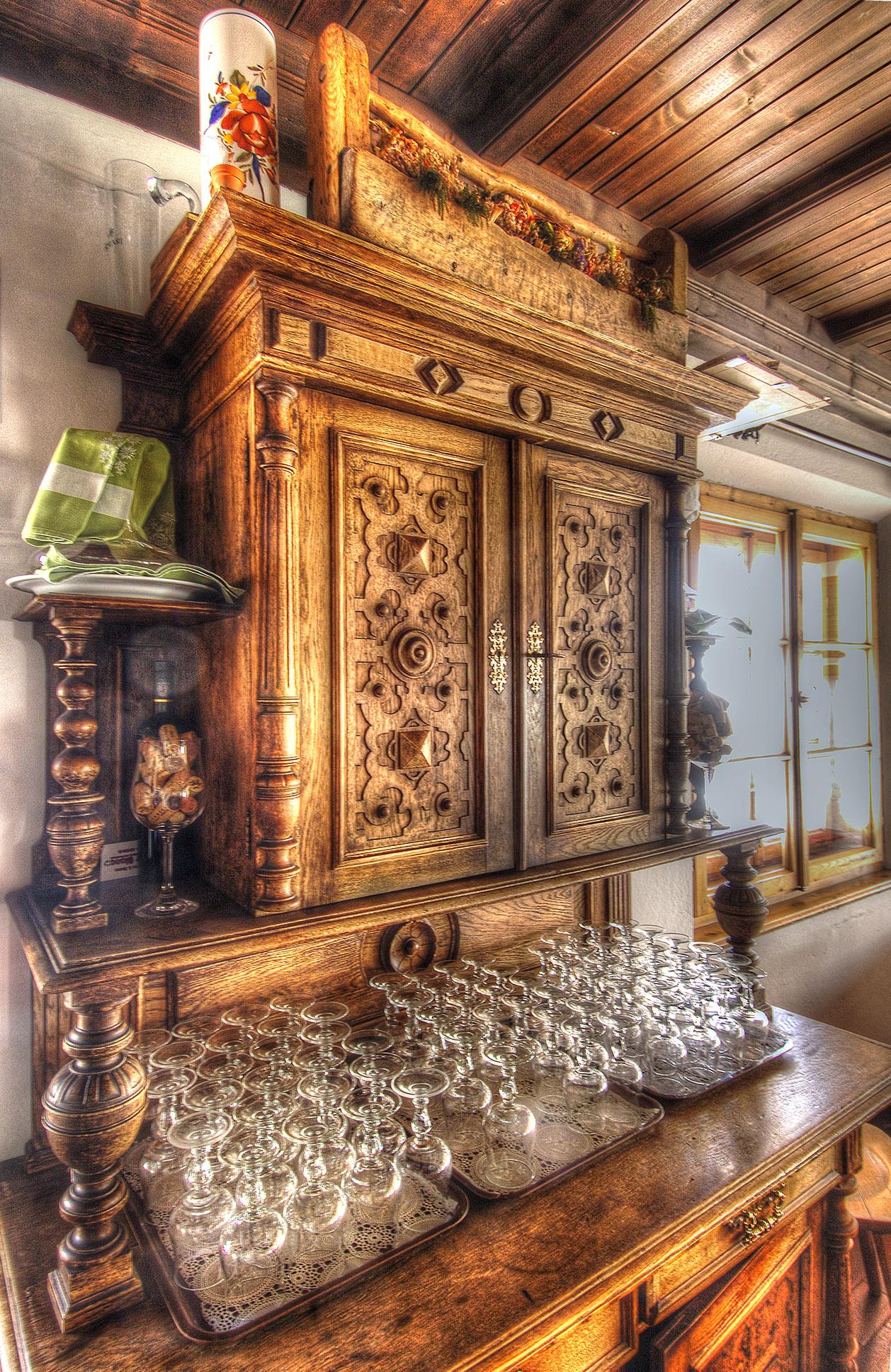mobile antico interno rifugio costaccia