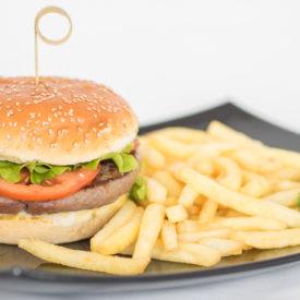 hamburger con patatine presso rifugio Costaccia